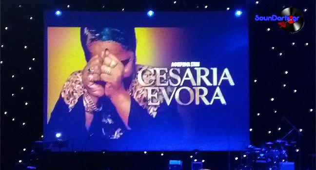 Αφιέρωμα στη Cesaria Evora | Τα τραγούδια της 'Ξυπόλητης Ντίβας' εξίταραν για ακόμα μία φορά το αθηναϊκό κοινό